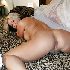 Beautiful pose a mature woman ready for sex from behind.