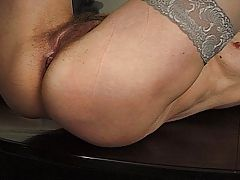Mature mom take a yonger cock