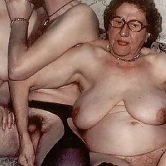 Granny in threesome action